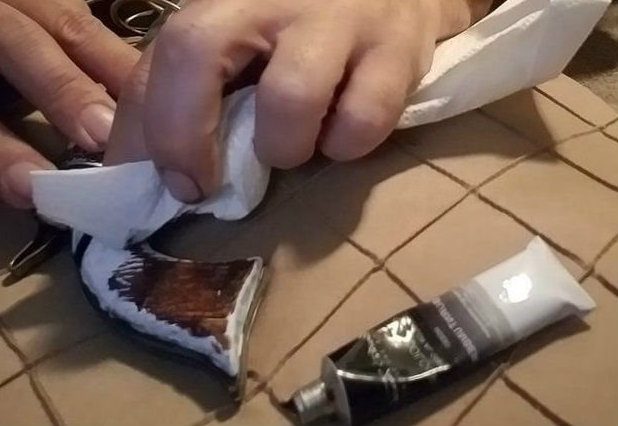 Picture of Applying the Burnt Umber: