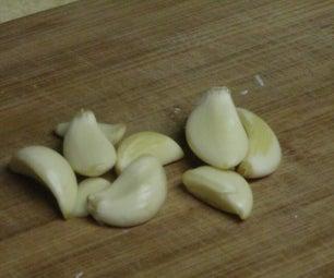 How to Shuck Garlic