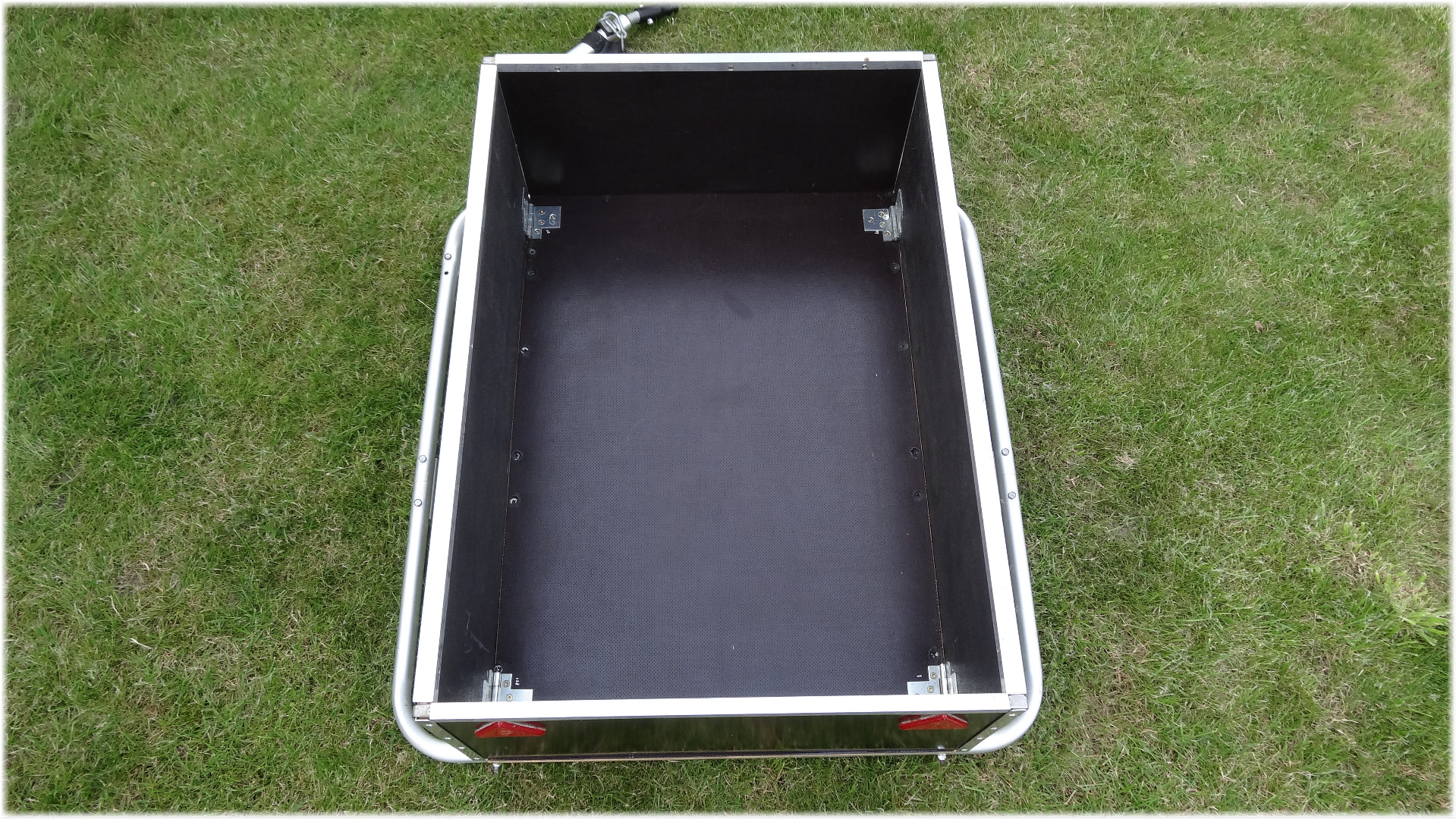 Picture of How to Fold the Trailer