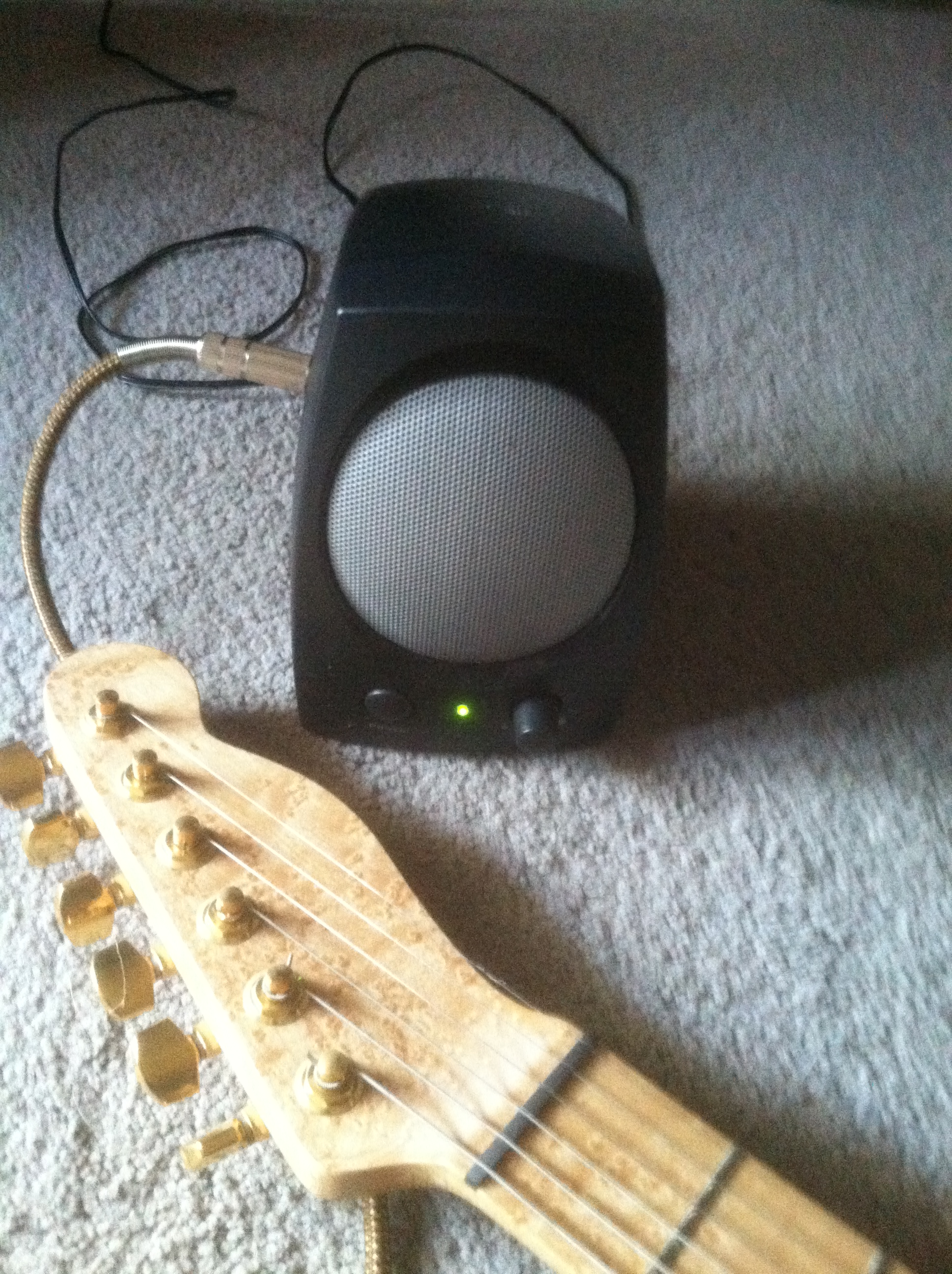 Picture of Make a Mini Practice Electric Guitar Amp for Free (almost)