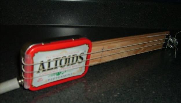 Picture of Altoids Tin Guitar