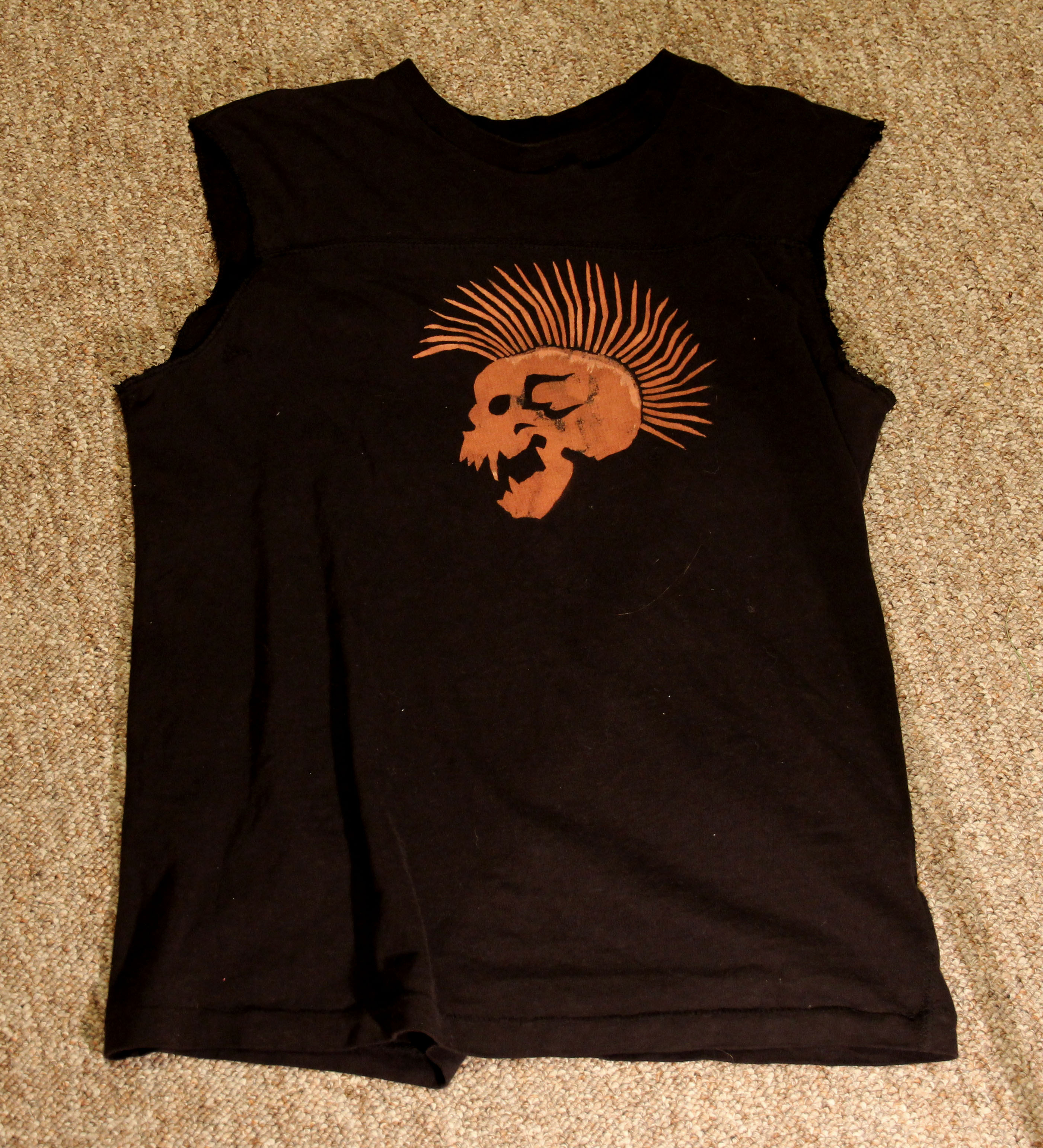 Picture of Cutting the Tshirt Into a Tank Top