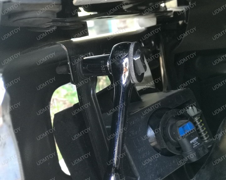 Picture of Separate Your OEM Fog Lights From the Stock Bezel.
