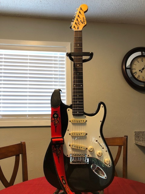 Picture of Tune an Electric Guitar (Simple Method)