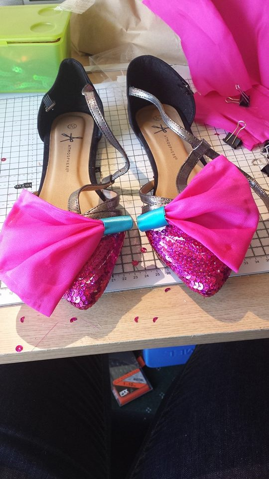 Picture of Glue on the Bows