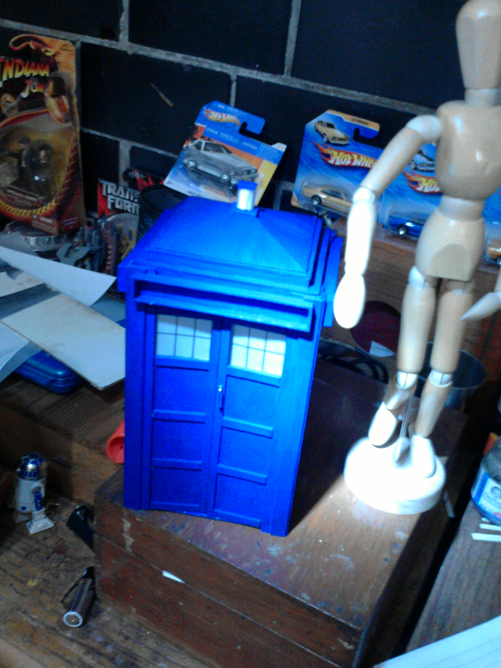 Picture of DOCTOR WHO TARDIS MODEL