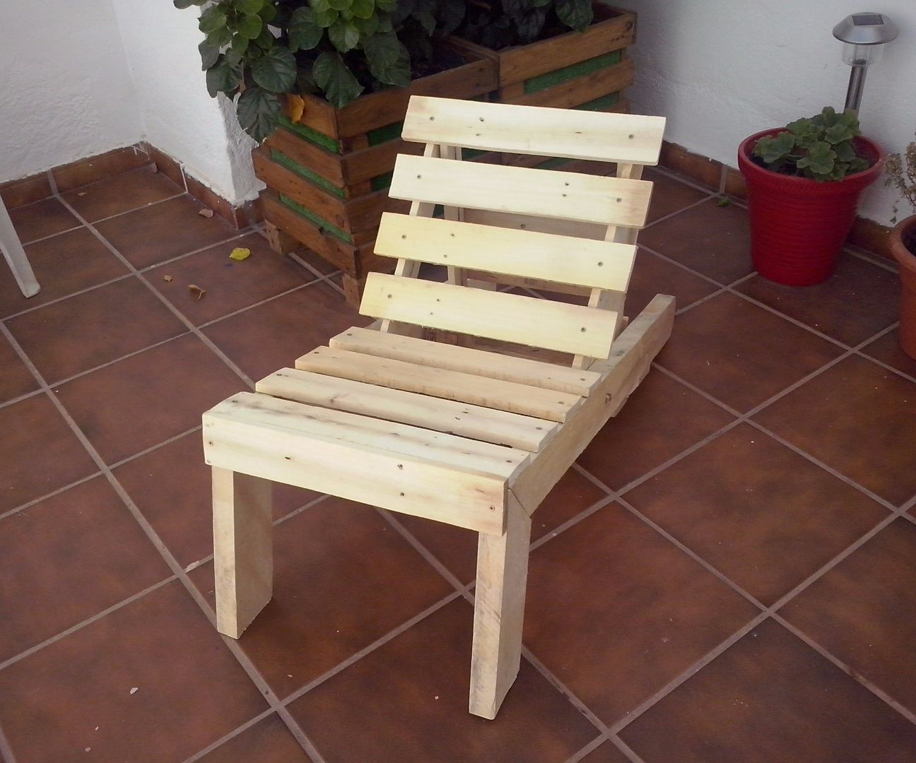 Wooden beach lounge chair - Pallet Wood Lounge Chair