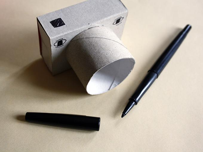Как сделать игрушечный фотоаппарат из картона