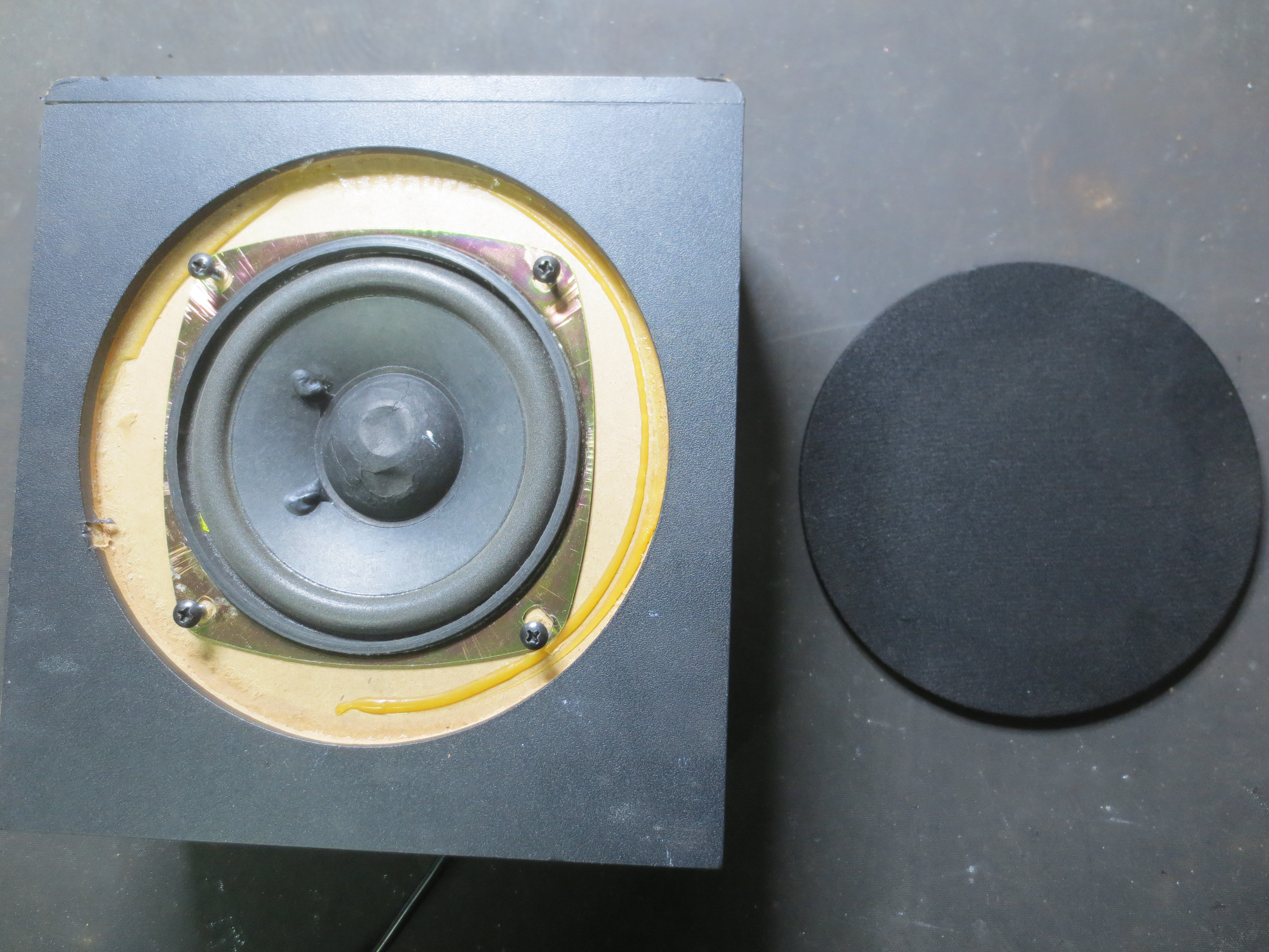 Picture of Open the Subwoofer Main Box