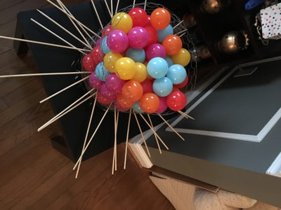 Insert the Wooden Rods Into the Wire and Fill It With the Plastic Balls