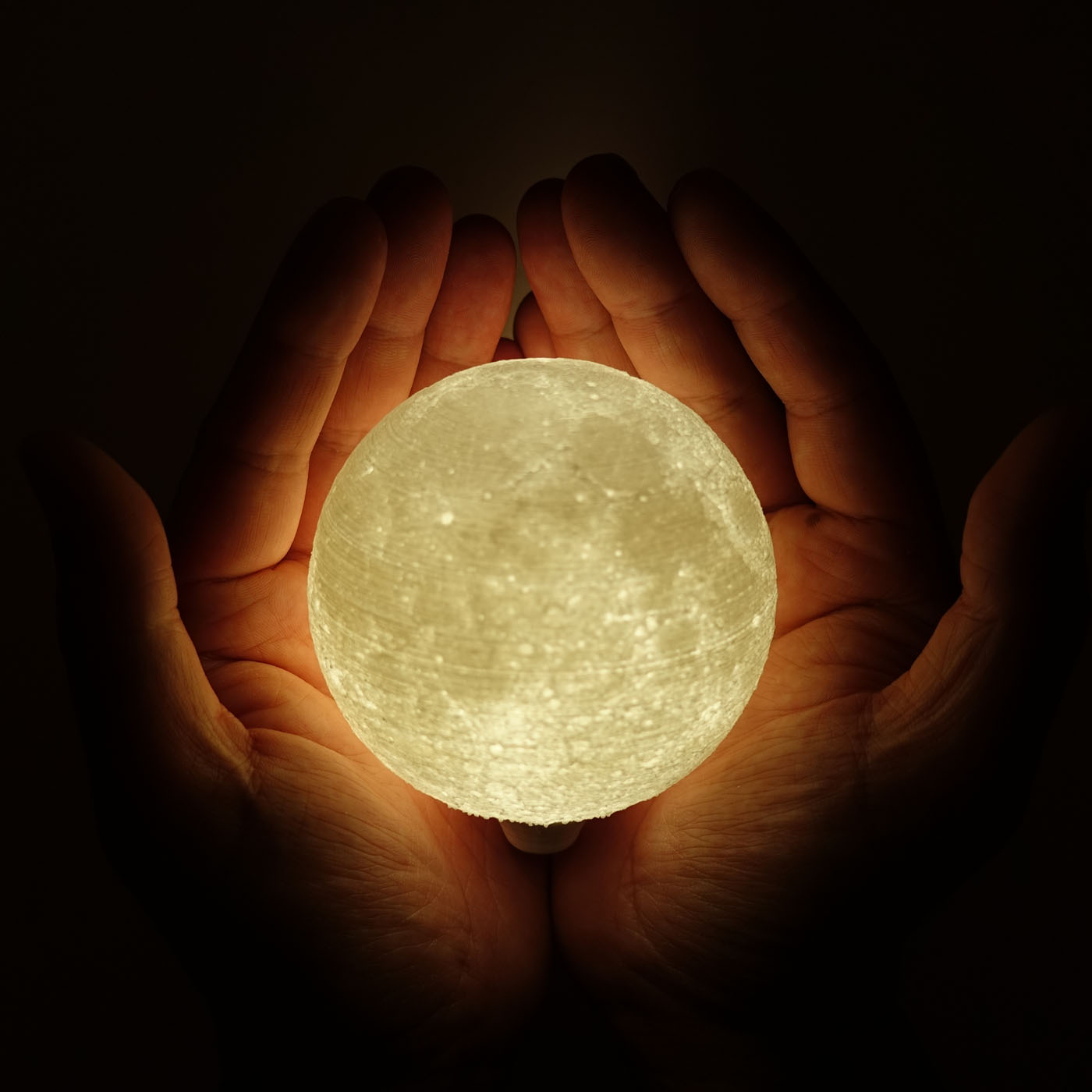 Picture of High Detailed Moon Lamp