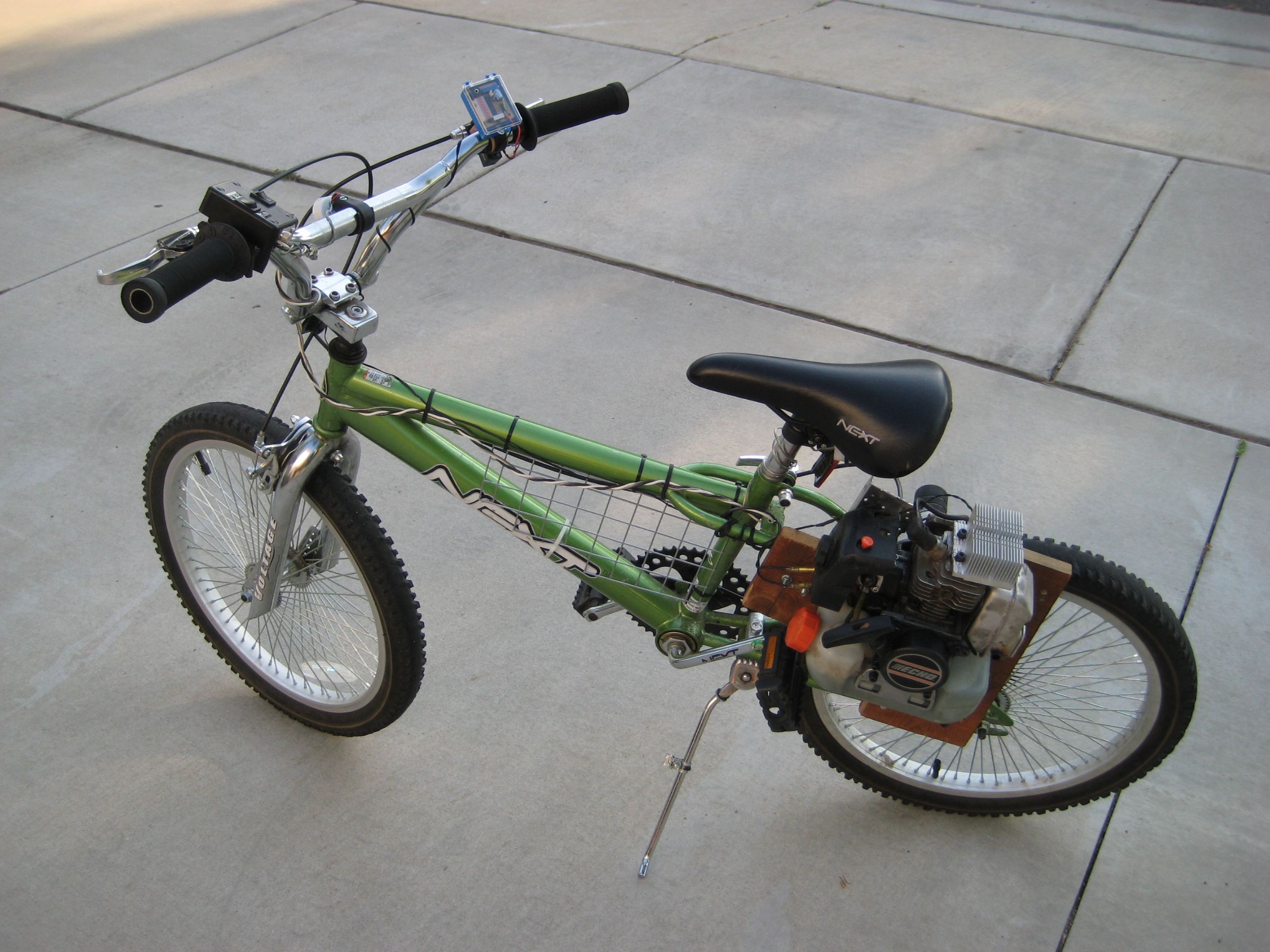 Picture of Weed Whacker-Powered Bicycle