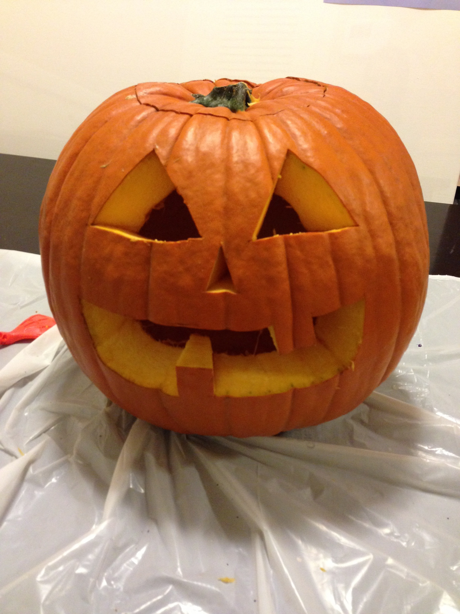 Picture of How to Carve a Smiling Pumpking