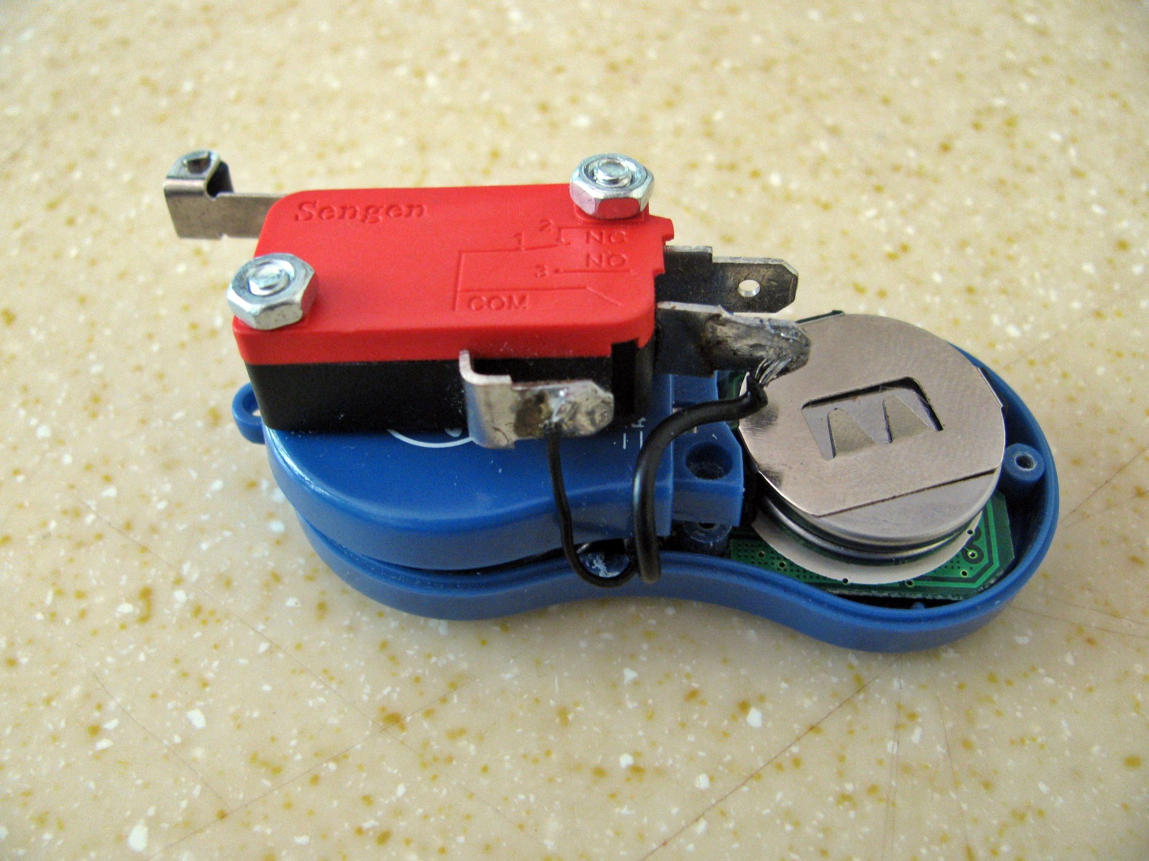Picture of Mount Contact Roller Switch to Case