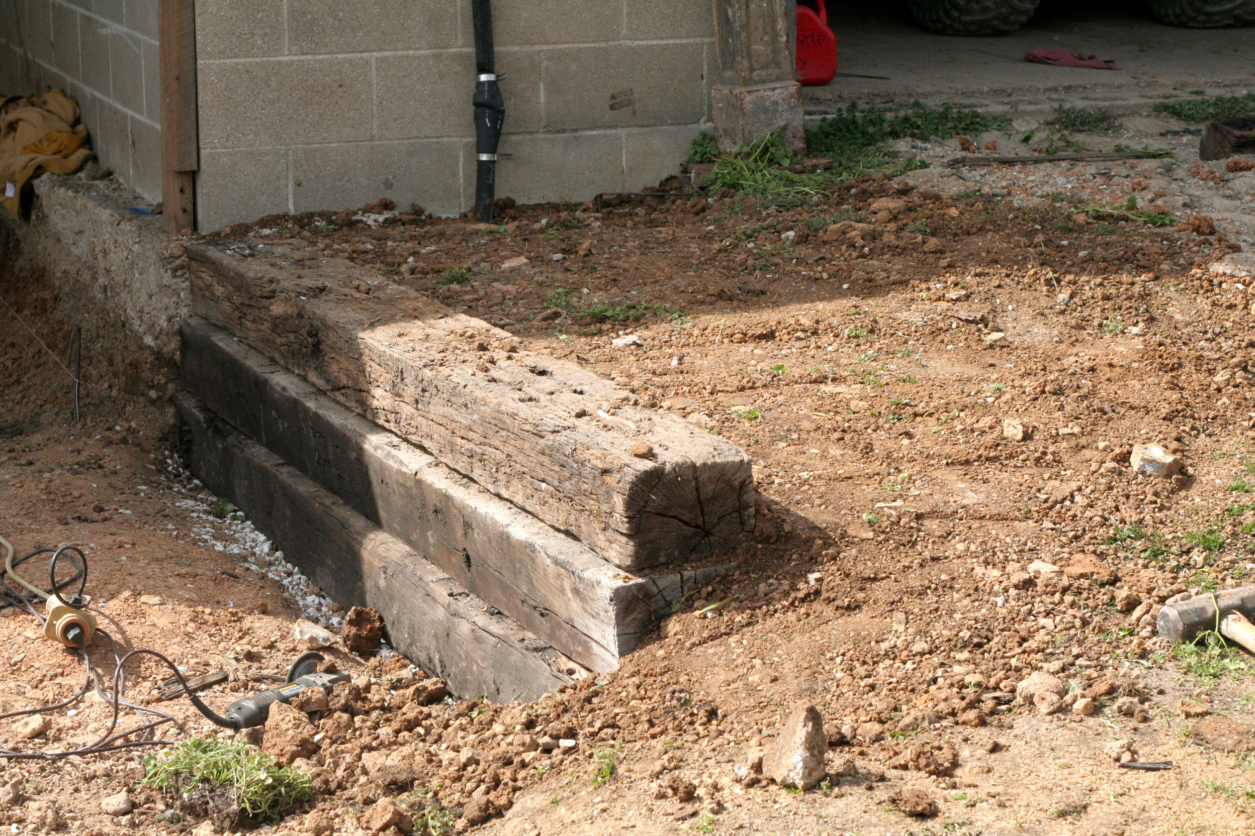 How to Build a Railroad Tie Retaining Wall: 10 Steps (with Pictures)