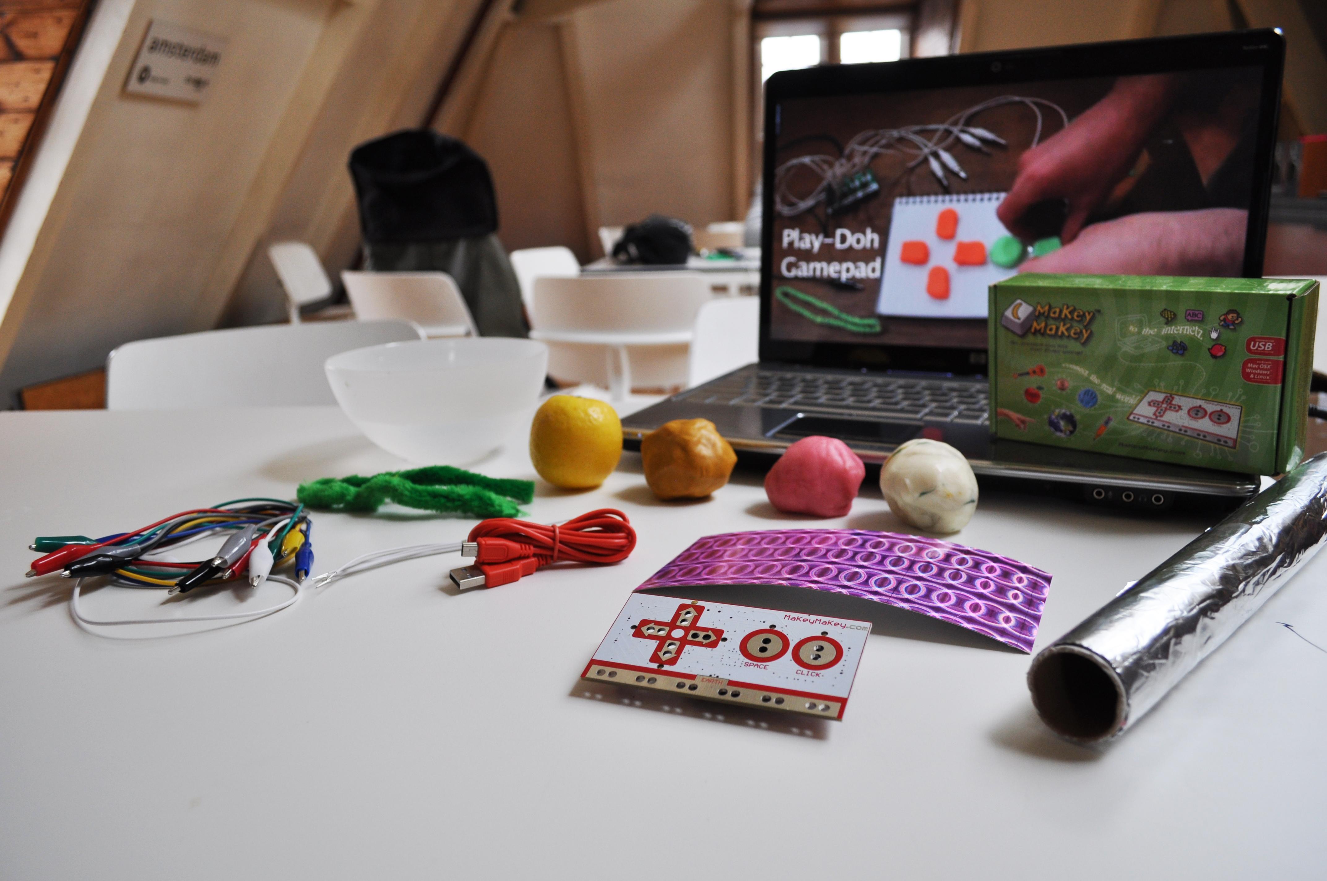 Picture of MaKey MaKey Experimenting / Experimenteer Met De MaKey MaKey