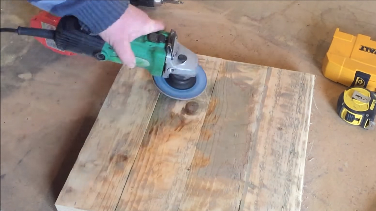 Picture of Cleaning/sanding