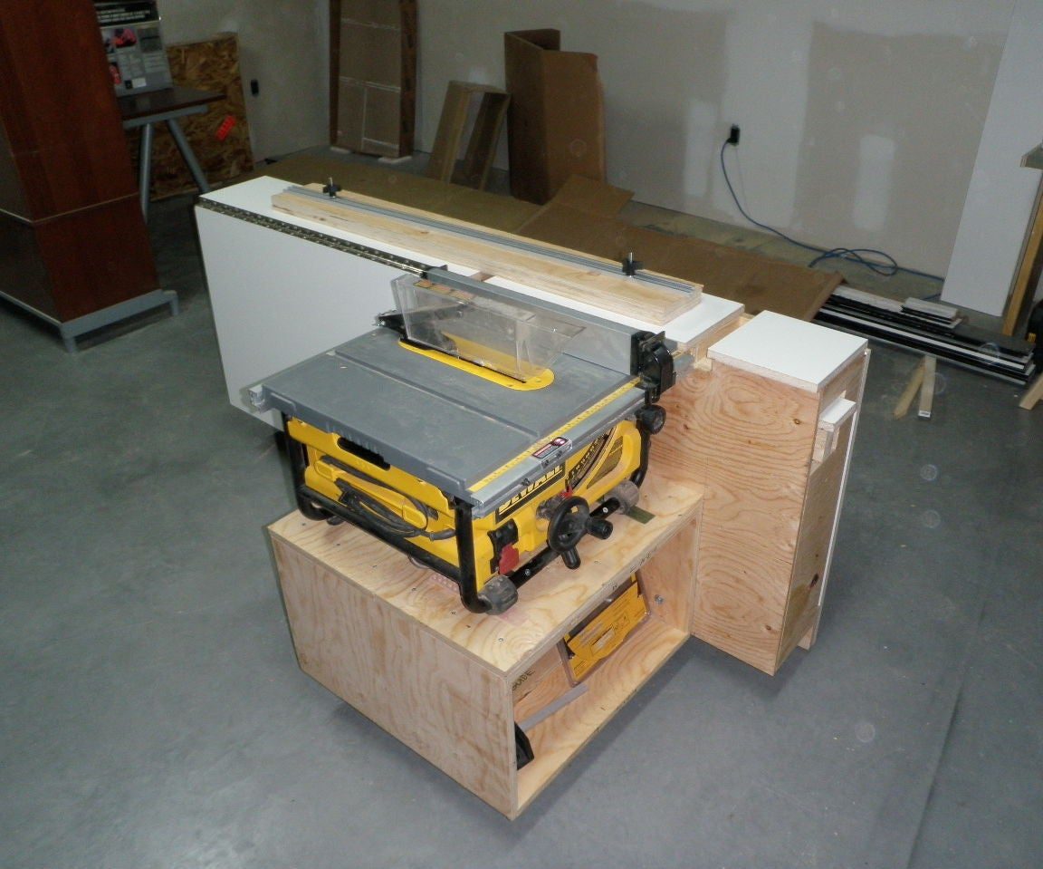 Tablesaw Outfeed Support Workstation With Aux Fence Storage