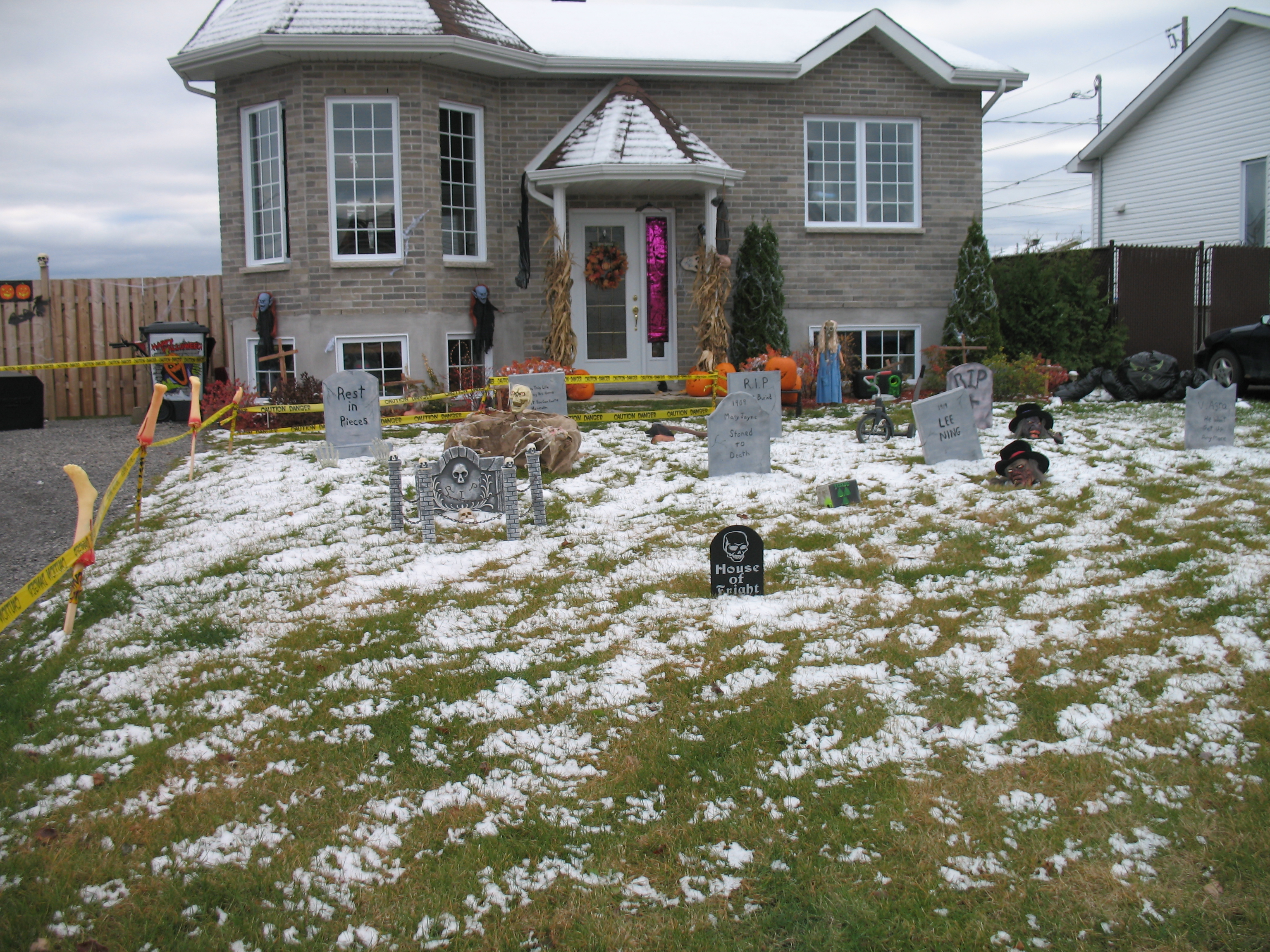 Picture of Mike's House of Fright Halloween Graveyard Haunt
