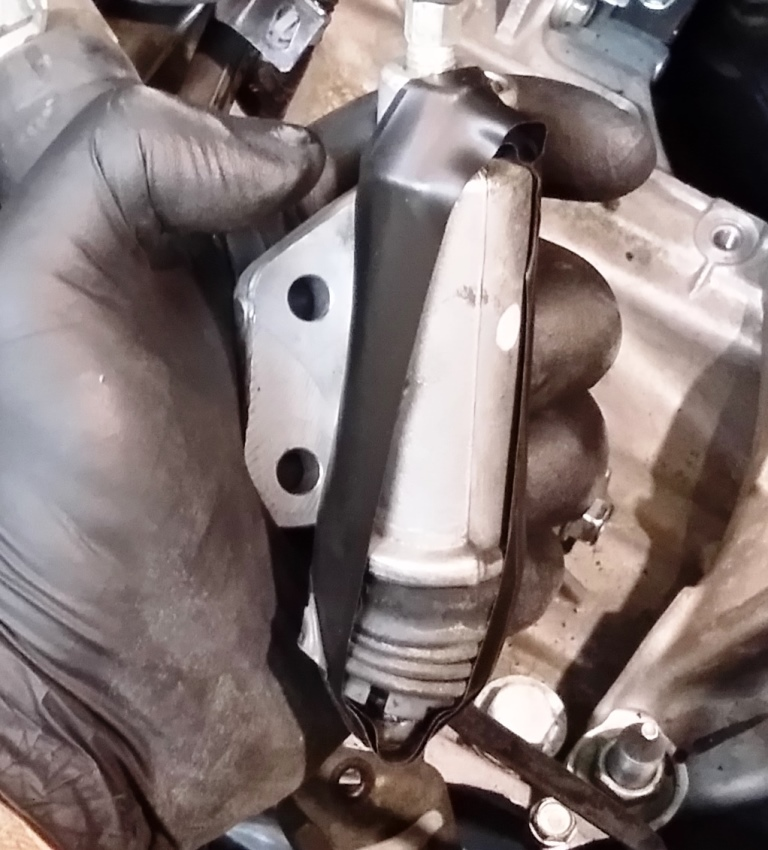 Picture of Disconnect Hydraulic Line Clips and Slave Cylinder