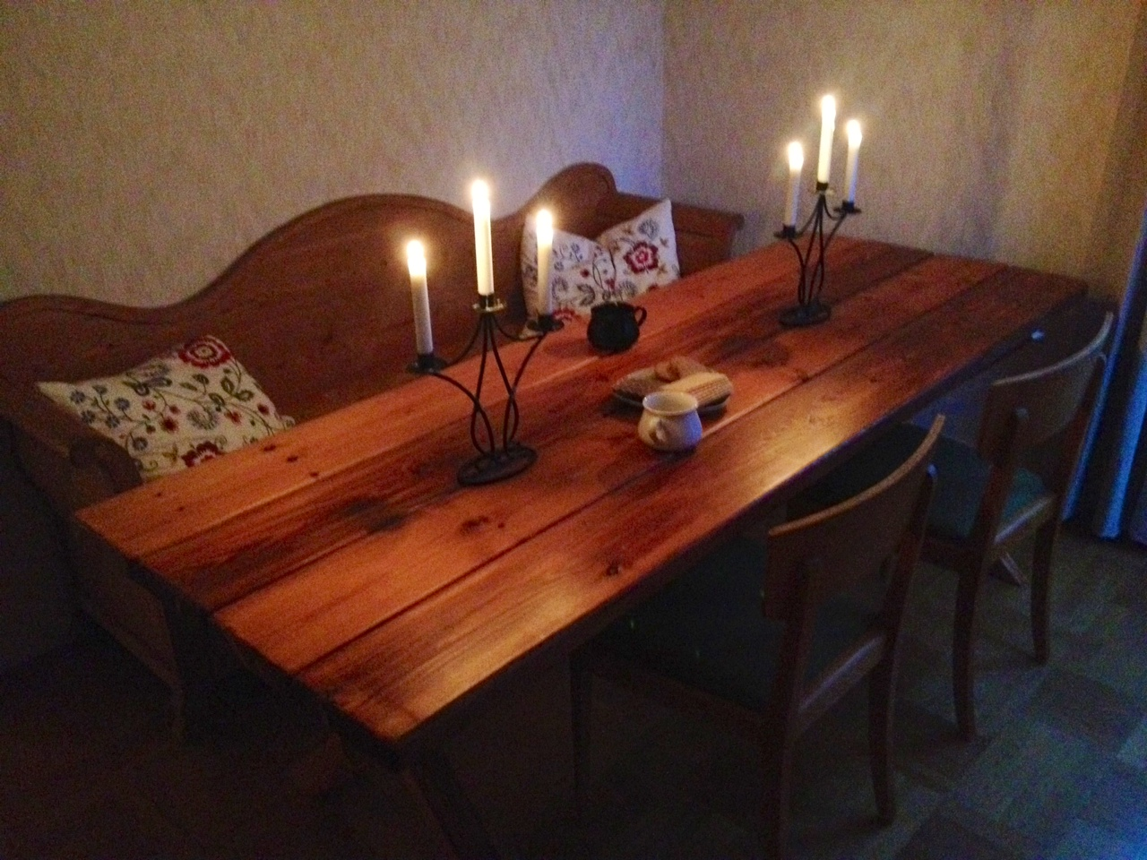 Picture of Large Dining Table
