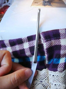 Fold the Cuff With 1.5cm, Sew Round, Leaving 2cm Mouth Sewn, Wearing Band for the Elastic On, Tie a Knot, Suture Hole.