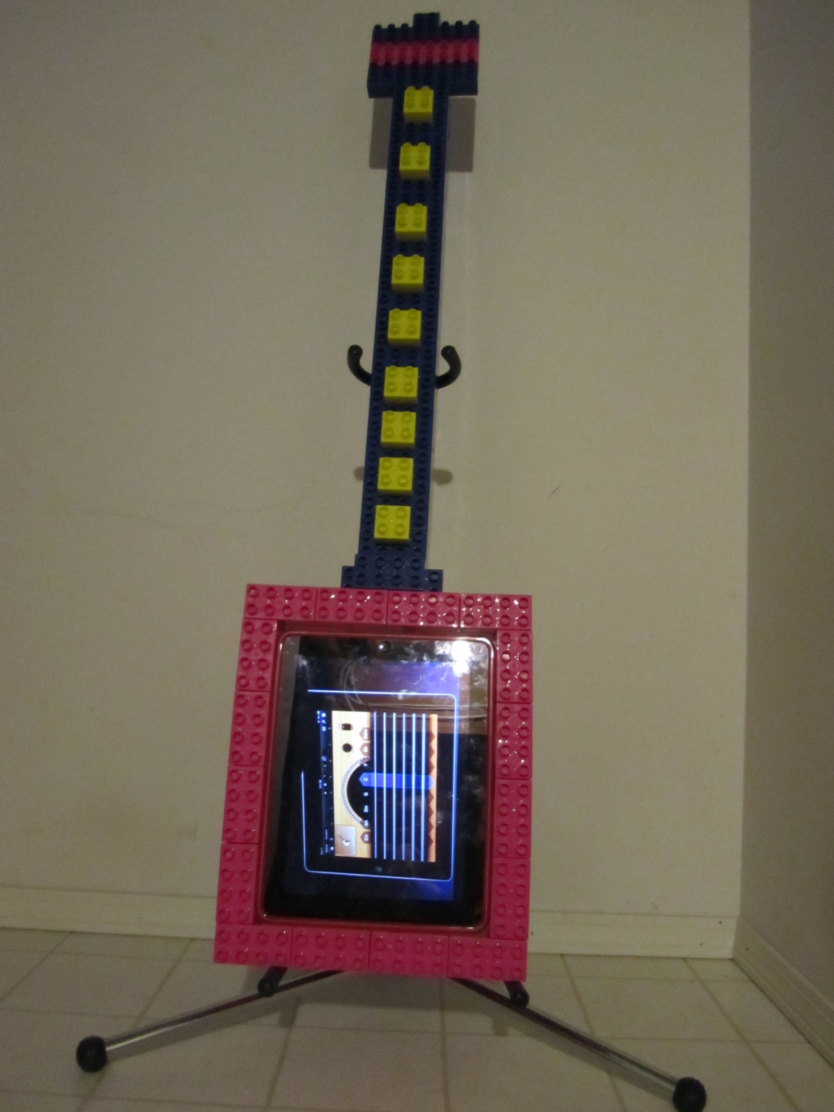 Picture of IPad Guitar From Mega Bloks