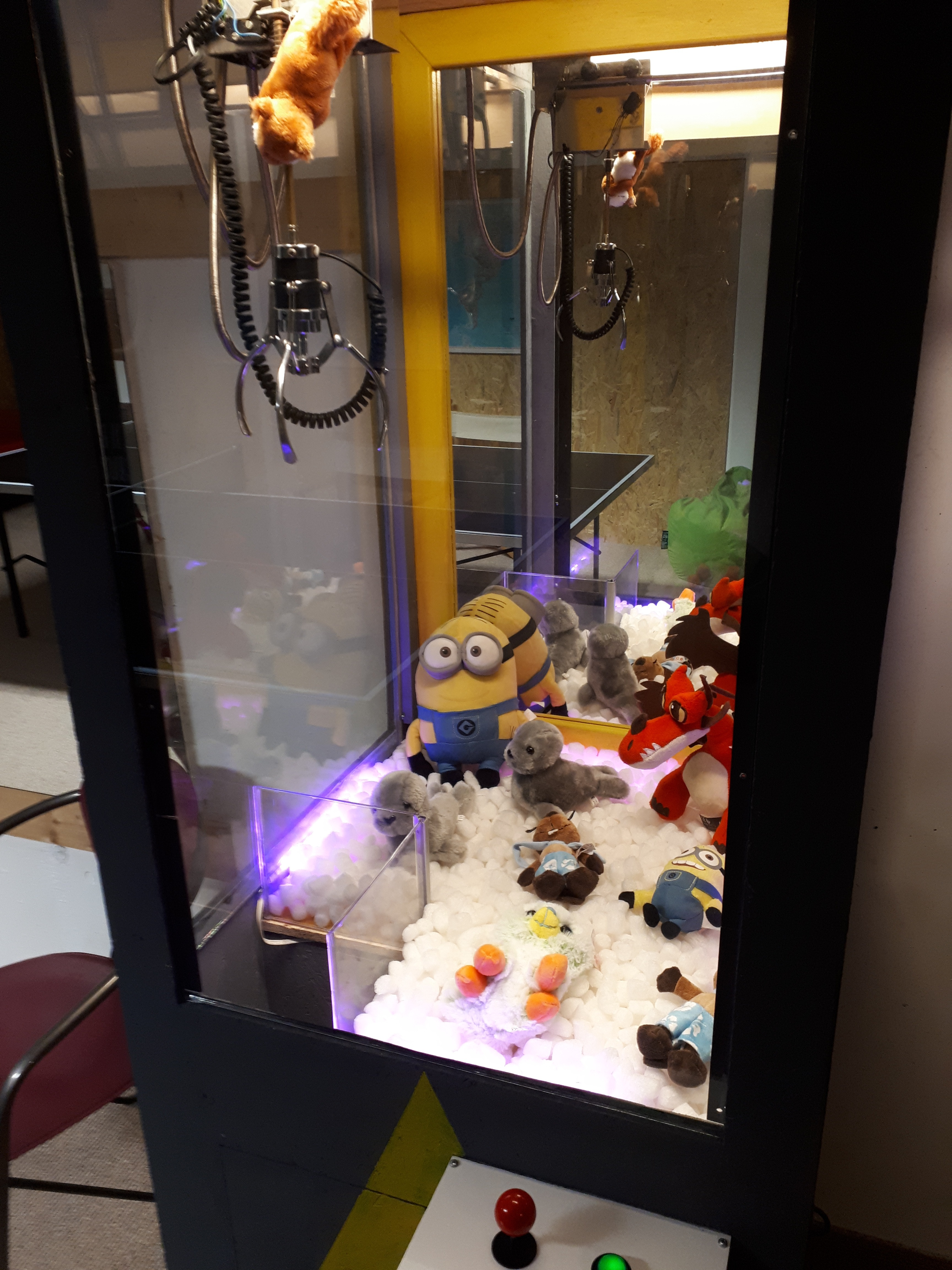 Picture of AWESOME HOMEMADE CLAW MACHINE