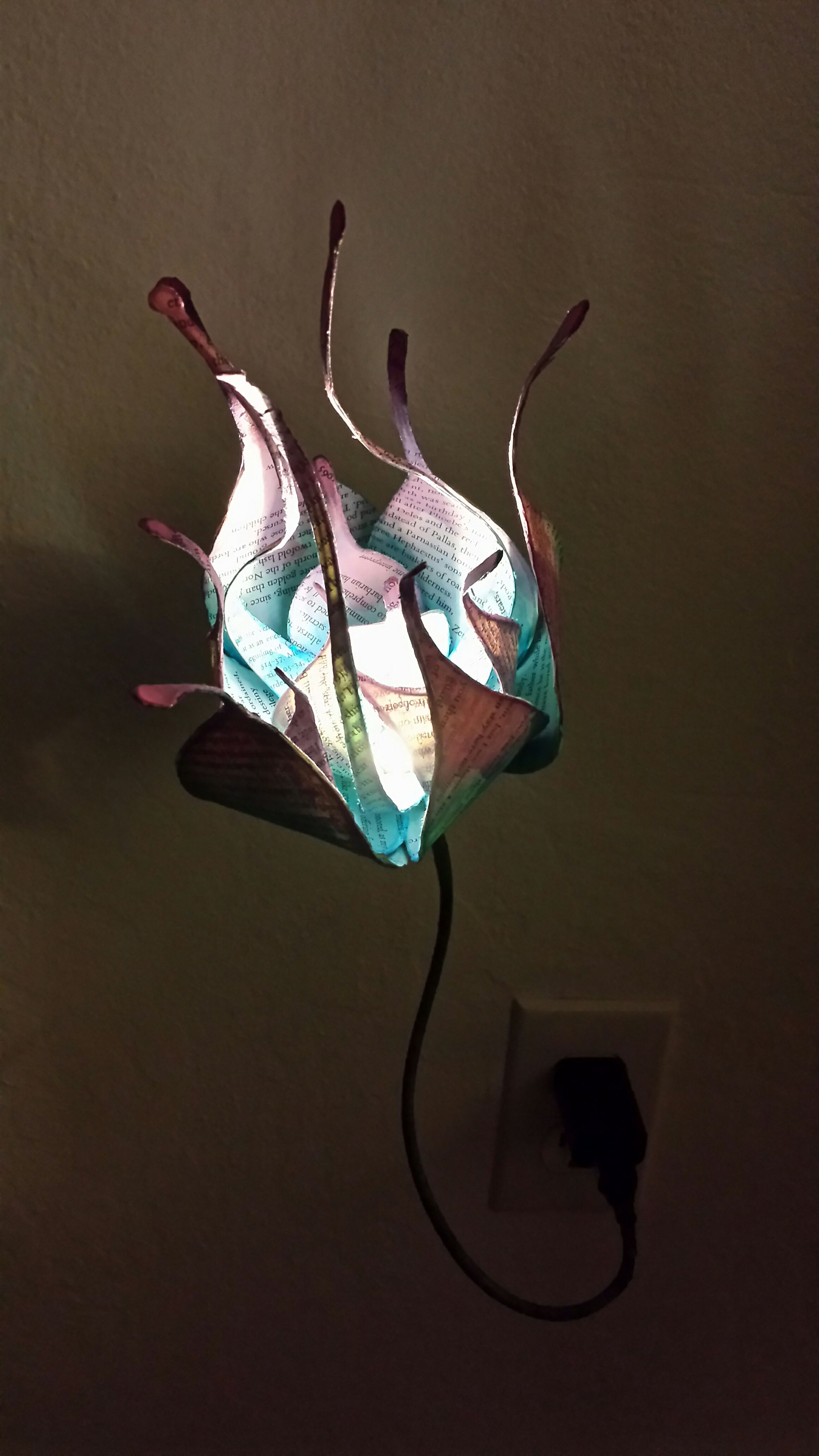 Picture of Wire Flower Lamp