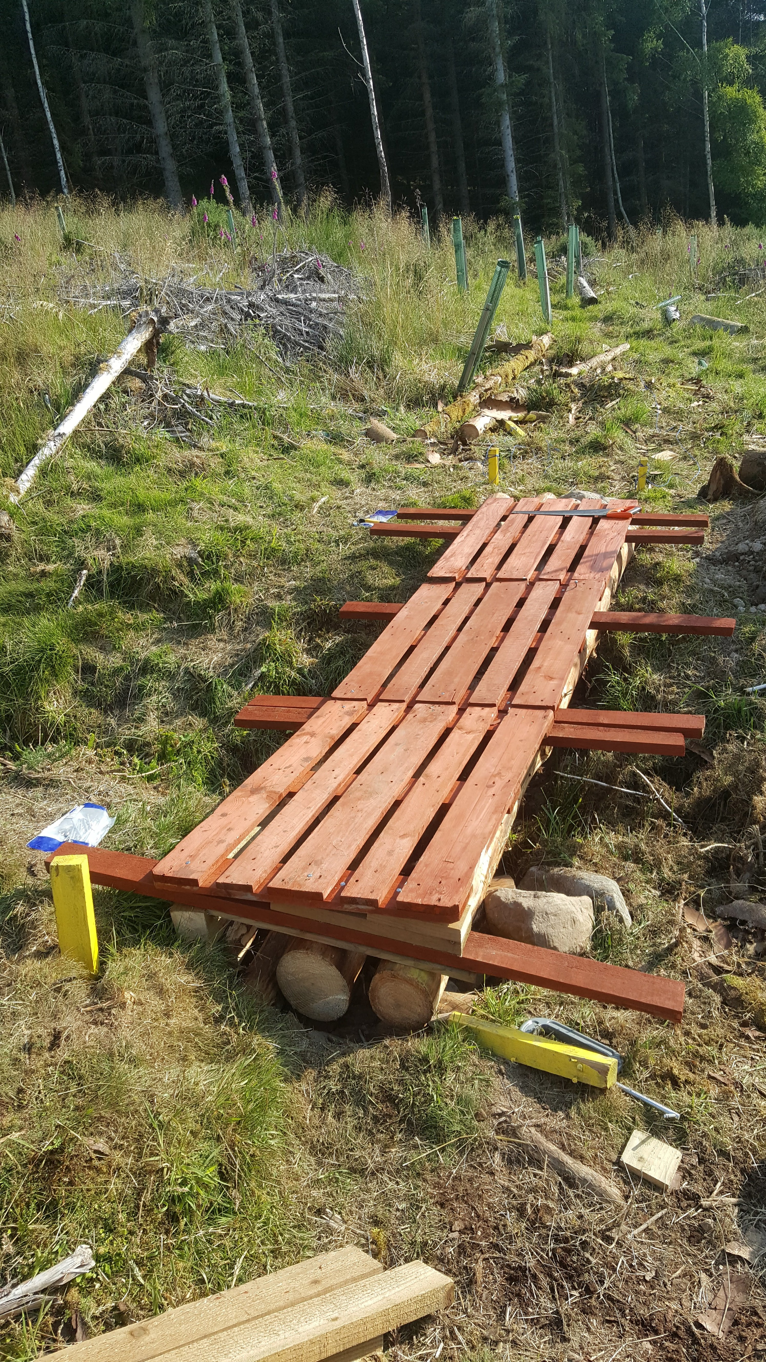 Picture of Laying the Wooden Pallet Tops and Sponsons