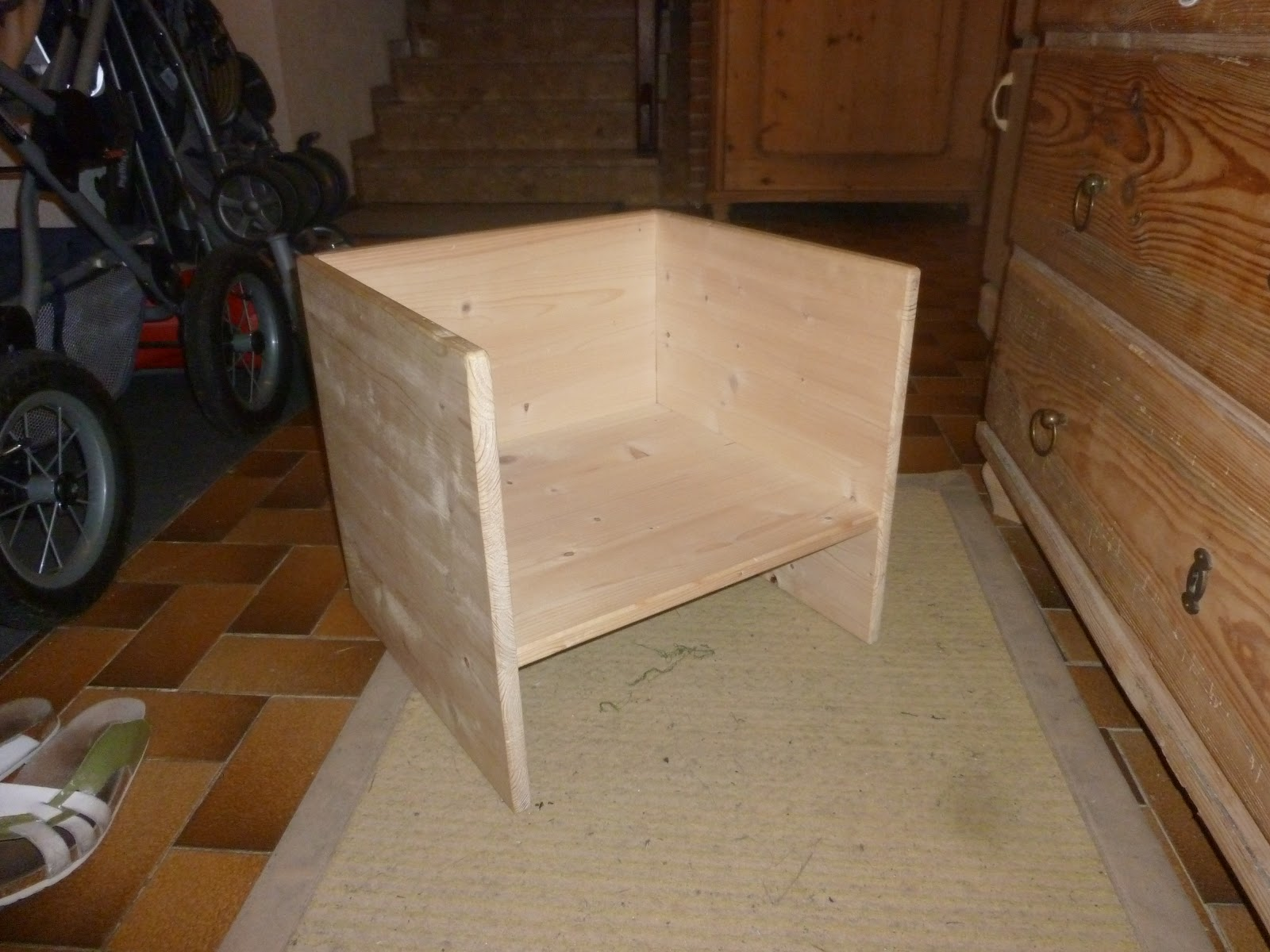 """Picture of Childrens Chair/Table """"Cube-Seat"""""""
