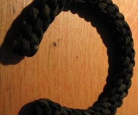 Para cord Celtic torc