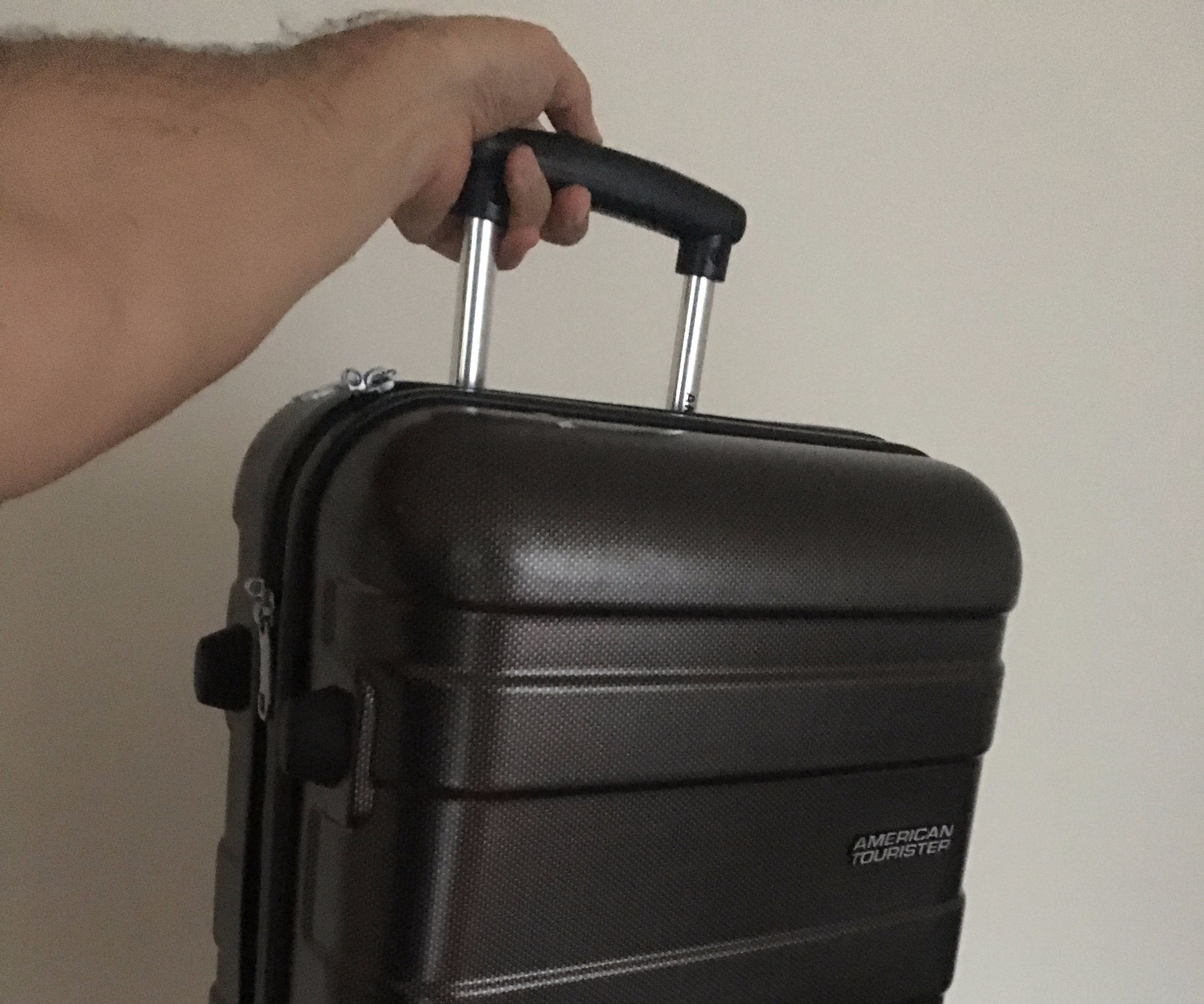 Luggage Handle Quick Fix: 4 Steps (with Pictures)