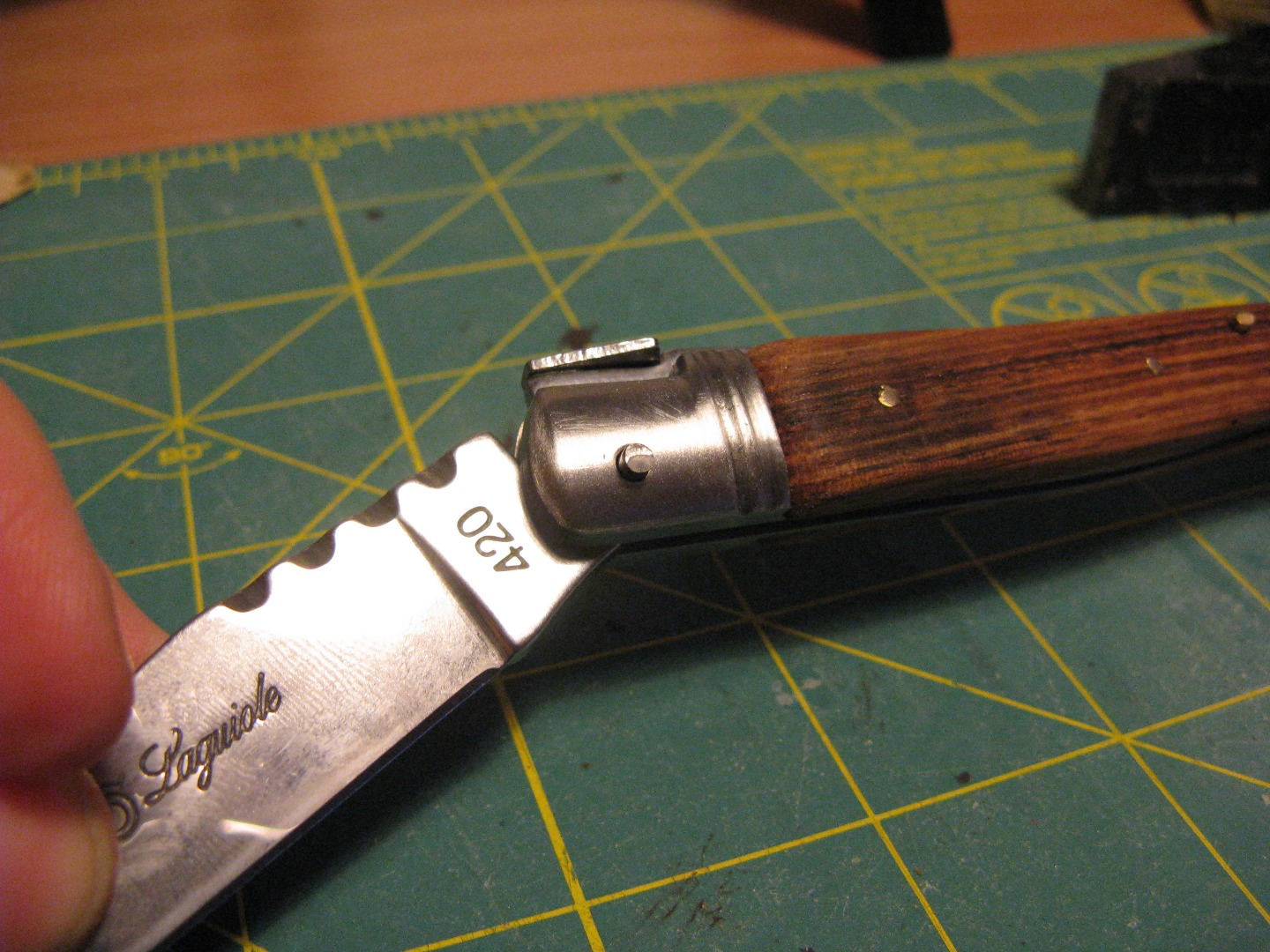 Picture of Assembling the Blade and Handle