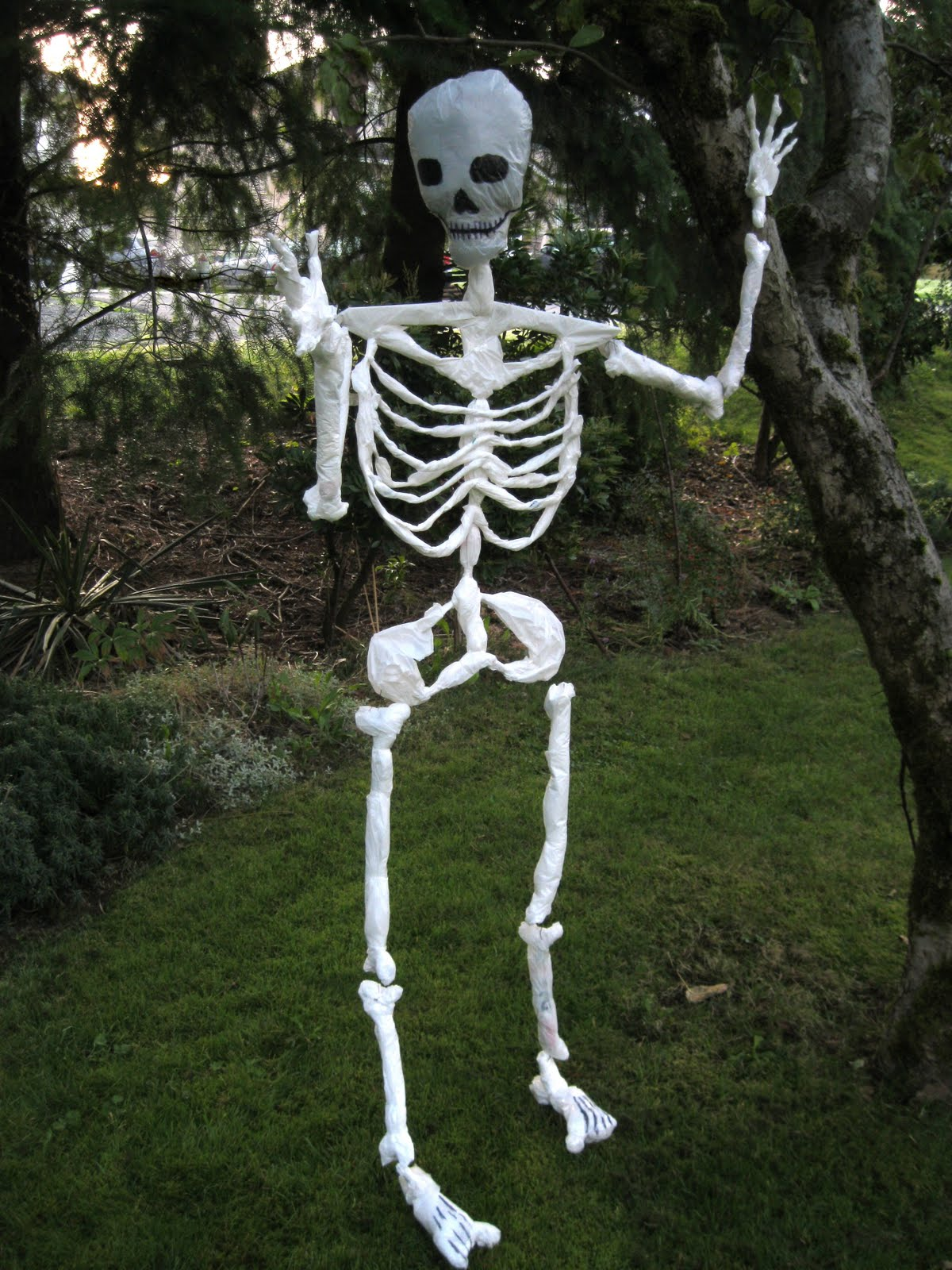 Homemade halloween decorations - Halloween Skeleton Made Of Plastic Shopping Bags
