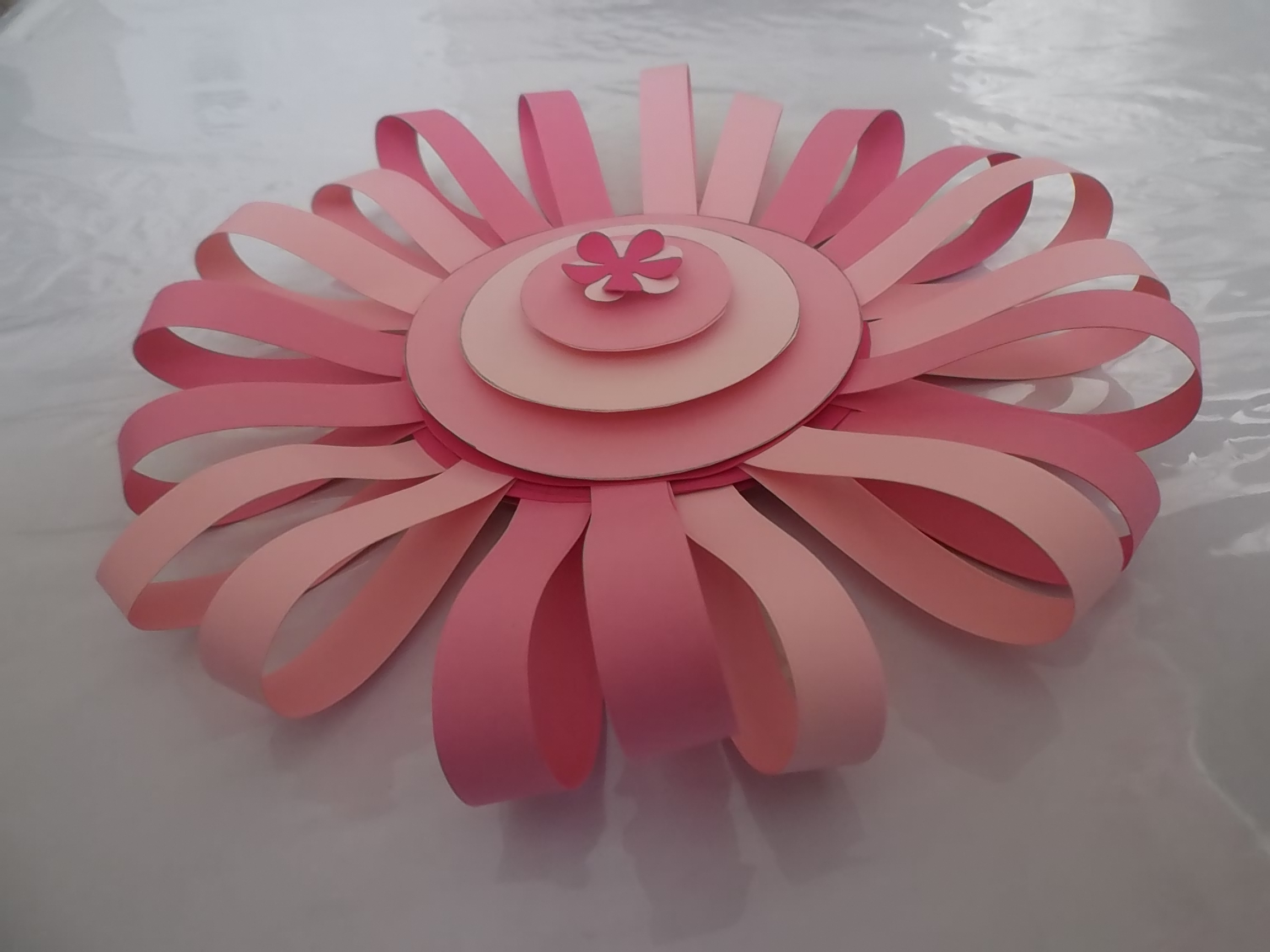 Picture of Paper Stripe Flower Backdrops