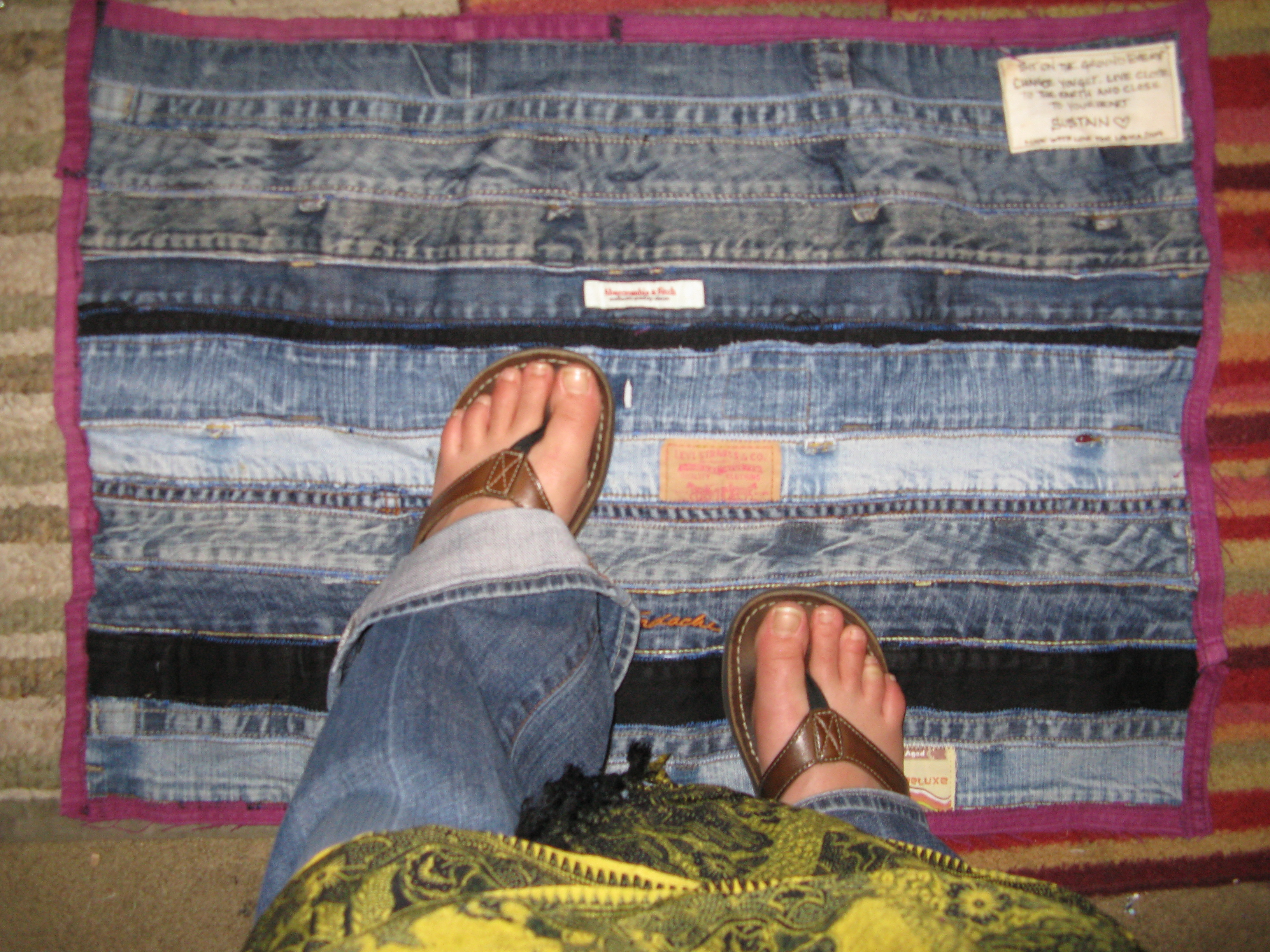 Ways to recycle old jeans - Recycle Denim Floor Mat From Waistbands And Inseams
