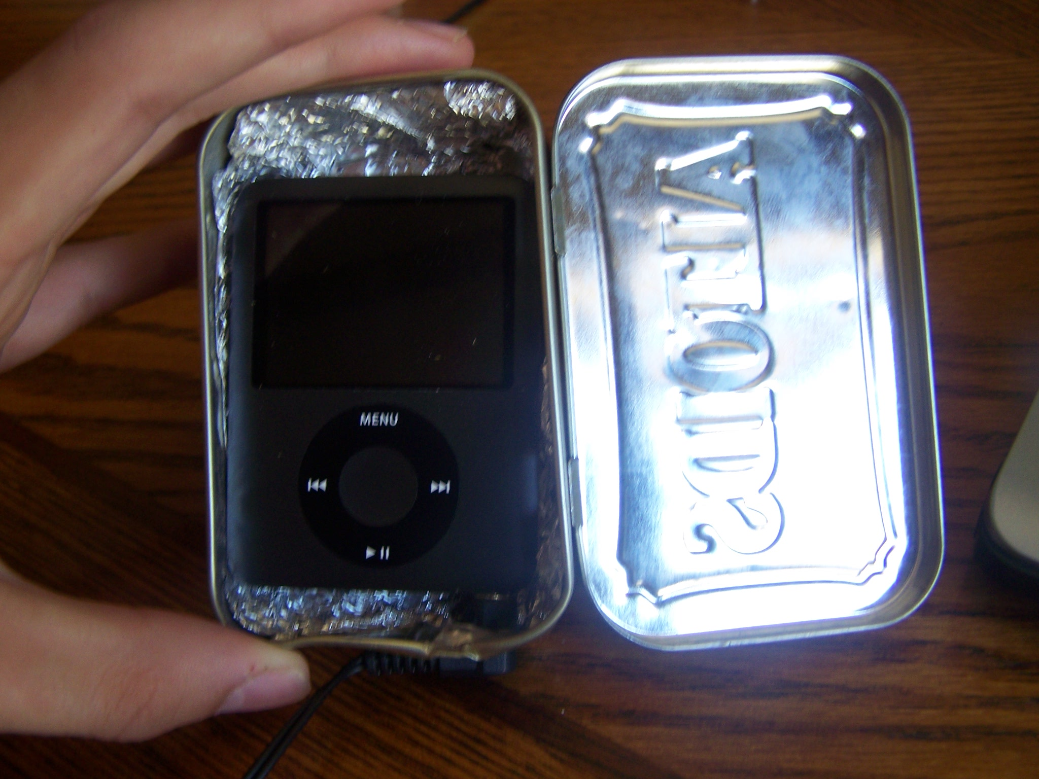 Picture of How to Make an Easier Altoids Ipod Case