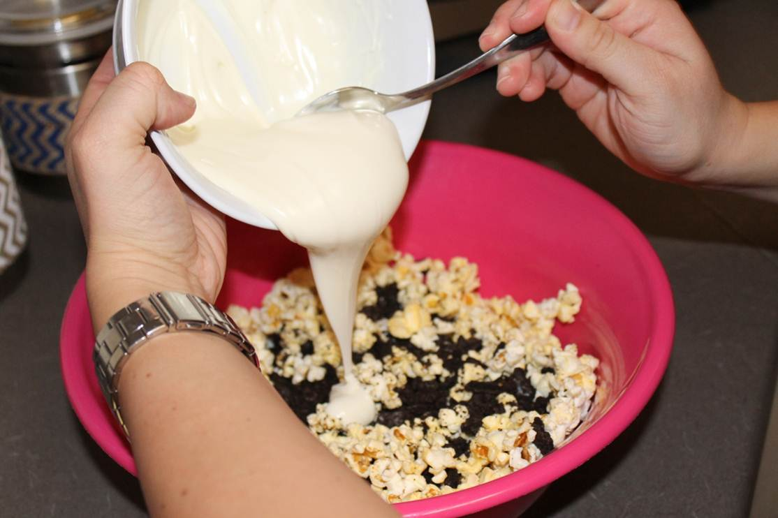 Picture of Mix Almond Bark and Popcorn Mixture