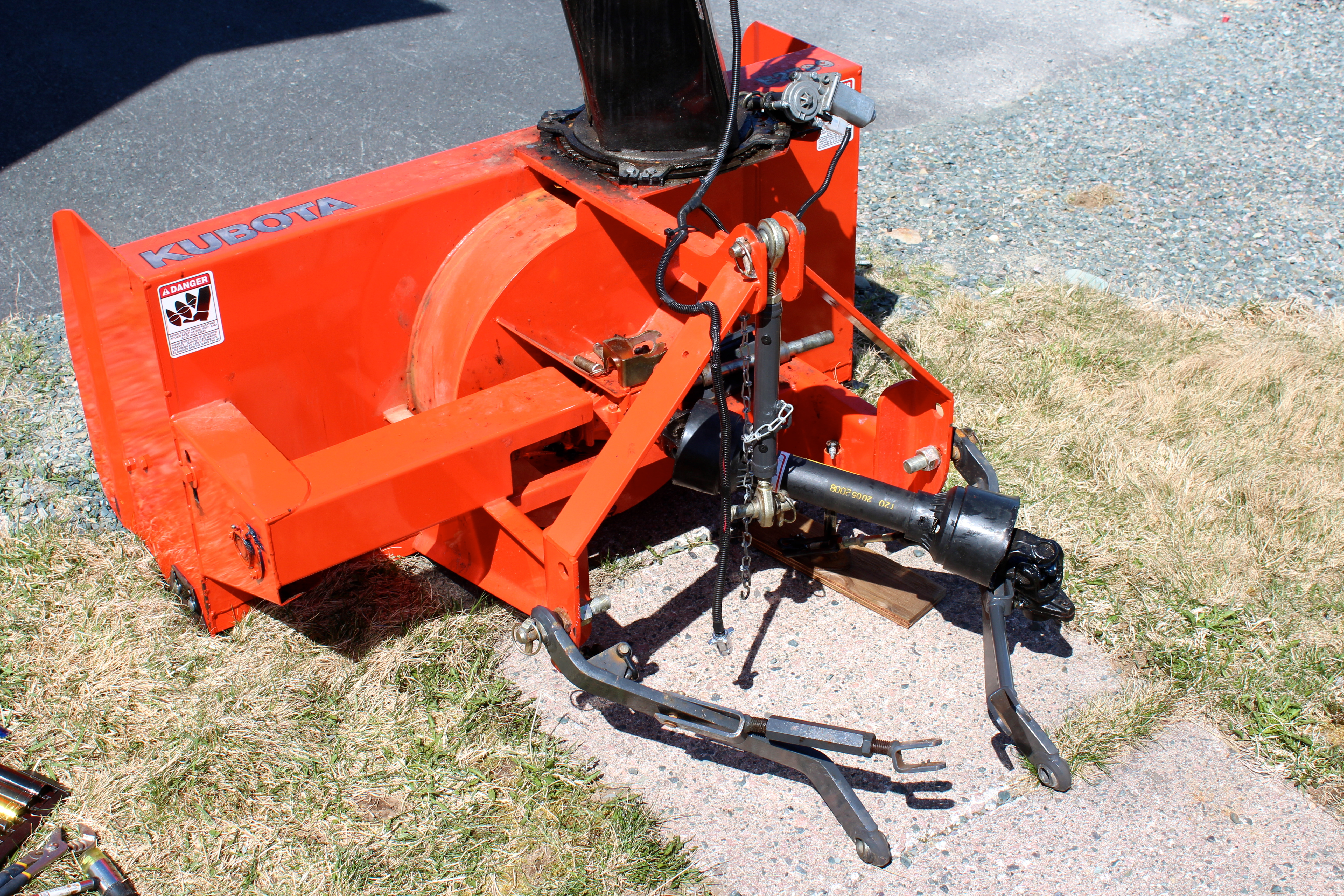 Picture of Snowblower Is Fully Removed From the Tractor
