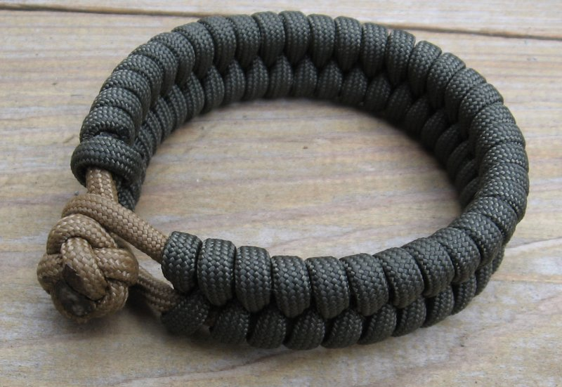 Picture of In-and-out Knot and Loop Bracelet