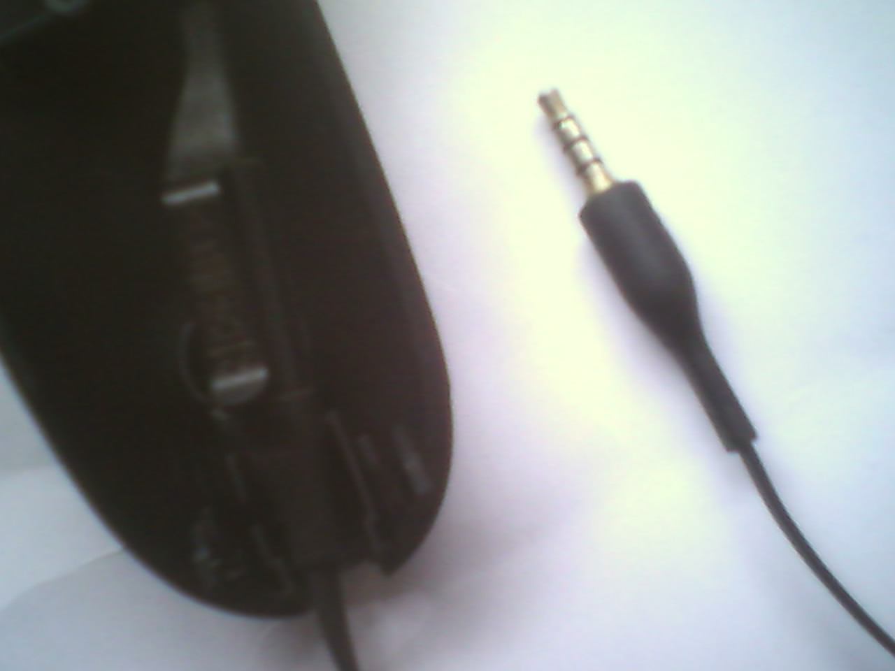 Picture of  Glue the Headset Mic at the Speech Side of the Receiver