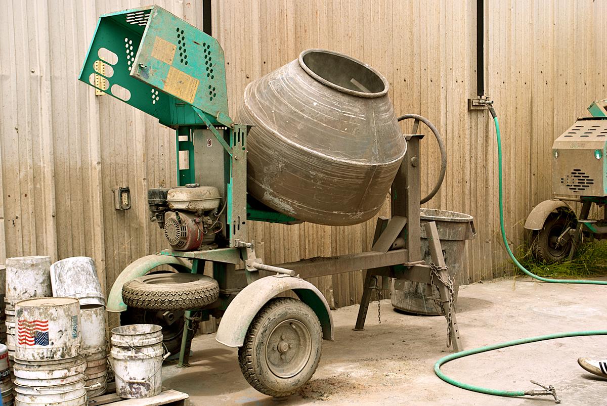 DIY CONCRETE:: How-To-Mix Concrete: 5 Steps