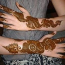 How to Apply Mehndi On Hand to Complement Your Western Looks