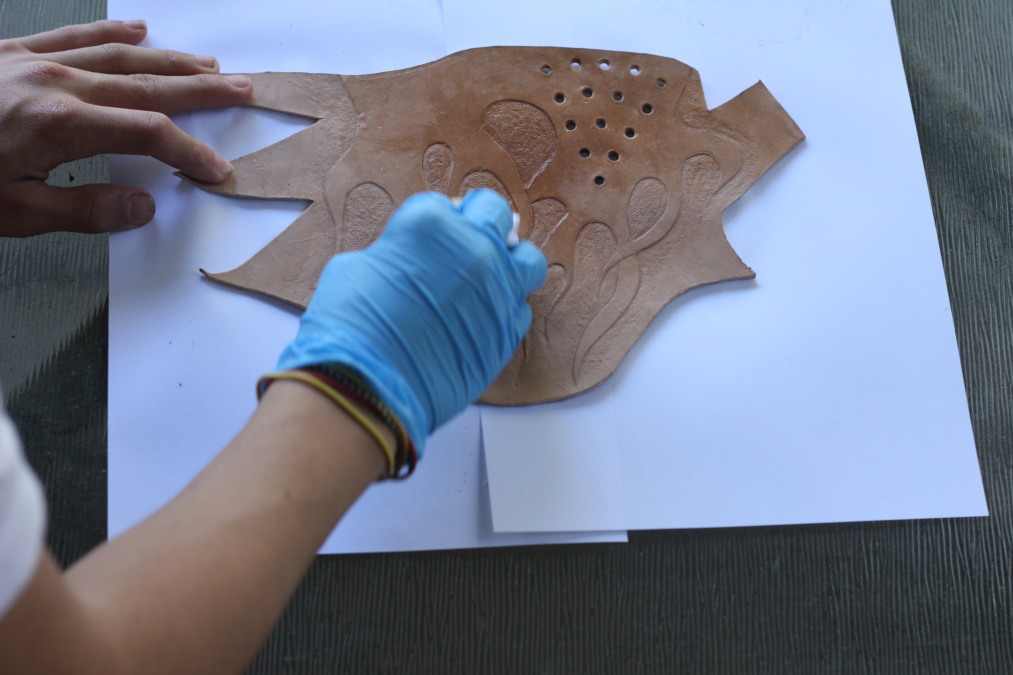 Picture of Finishing and Staining the Leather (The Long Step =/ )