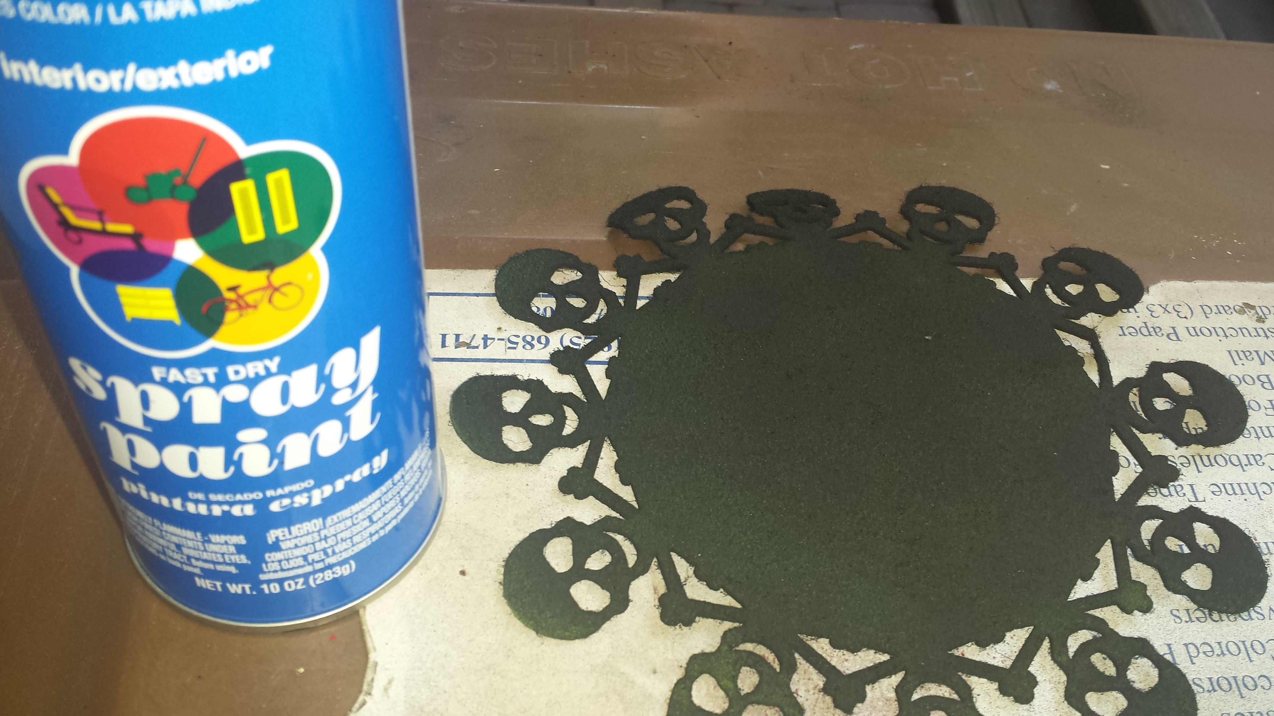 Picture of Paint Doily and Glue to the Bottom of the Plant Stand