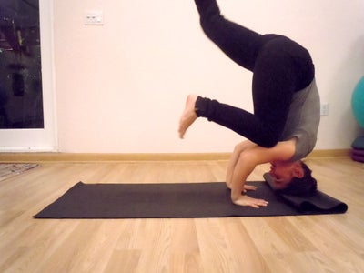how to do a tripod headstand  10 steps with pictures