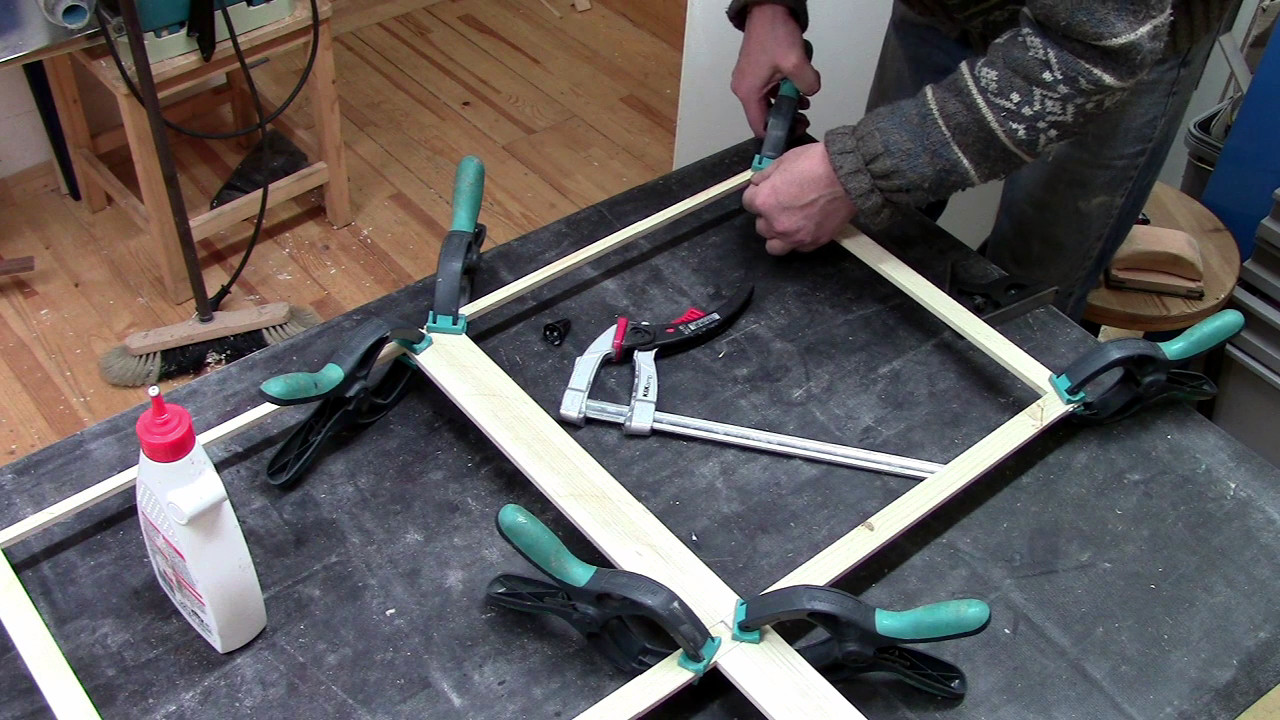 Picture of Gluing the Frame