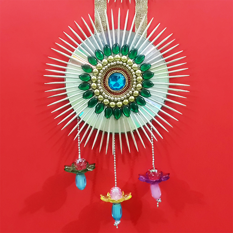 Picture of Make a Beautiful Wall Hanging With Old CD & Toothpicks?