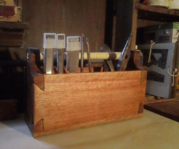 Super Simple Dovetail Tool Box